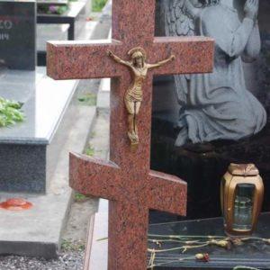 Памятник крест из гранита №13