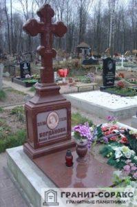Памятник крест из гранита №15