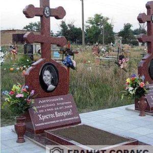 Памятник крест из гранита №20
