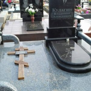 Памятник крест из гранита №26