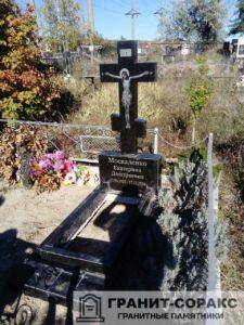 Памятник крест из гранита №30