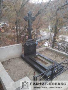 Памятник крест из гранита №32