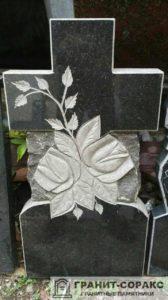 Фото гранитного памятника с цветами №3